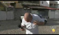 Mofi engole mosca ao vivo e vídeo viraliza na web: assista