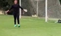 Vídeo! Goleiro atende celular durante treino e se irrita ao ser filmado