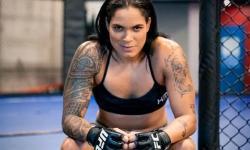 Lutadora do UFC posta foto nua com bumbum sendo maquiado; confira