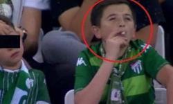 'Menino' fumante visto em estádio estava com o próprio filho. Entenda