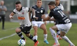 Vasco decepciona em casa, desperdiça pênalti e perde para o Santos