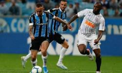 Corinthians e Grêmio ficam no empate sem gols e gaúchos reclamam de pênalti não marcado
