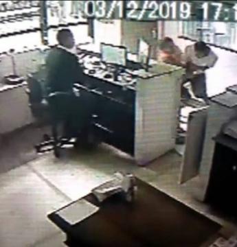 Advogada é agredida por vizinho após receber encomenda por engano; 'sua vaca!'