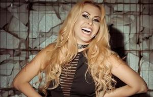 Cantora cancela show por se recusar a entrar pela mesma porta que fãs