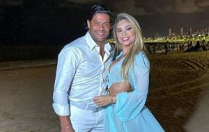 Hulk e Camila se casam no mesmo dia que o jogador iria oficializar a união com a ex