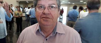 """Governador João Azevêdo afirma que """"há forte conotação política no movimento dos PMs"""""""