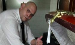 Funcionário de funerária é demitido após tirar foto com o corpo de Maradona; confira