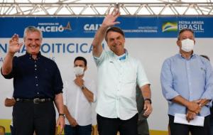 Bolsonaro chama Renan Calheiros de 'picareta' e 'vagabundo'