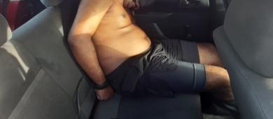 """VÍDEO FORTÍSSIMO: Traficantes filmam homem sendo executado dentro do carro e exibem nas redes sociais: """"É o crime"""""""