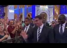 VÍDEO: Fiéis fazem questão de cumprimentar Bolsonaro no Santuário de Nossa Senhora Aparecida