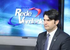 VÍDEO - No Rede Verdade, Léo Bezerra rebate presidente nacional do PSB: 'Quem é Carlos Siqueira? Ele deveria pacificar, não colocar lenha'