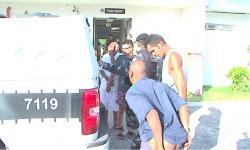 VÍDEO: Preso na 'Operação Malhas da Lei' baixa as calças ao chegar à Central de Polícia