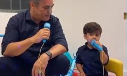 VÍDEO DE NATAL: Cássio Cunha Lima canta 'o velhinho' em dueto com filho caçula