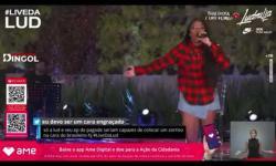 'Se eu me secar, vai demorar muito', diz Ludmilla após cair em piscina durante live; assista ao vídeo