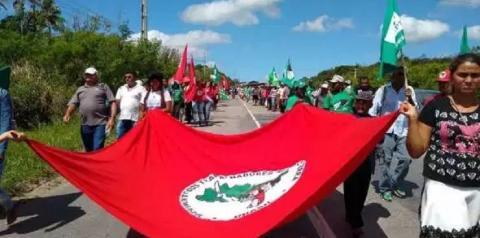 MST ocupa parte de rodovia na Paraíba e pede audiência com João Azevêdo