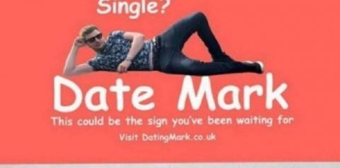 Cansado de ser solteiro, homem paga anúncio em outdoor para encontrar uma namorada