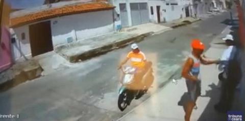 TRAGICÔMICO: Homem é assaltado por deficiente visual e motoqueiro perneta; veja vídeo