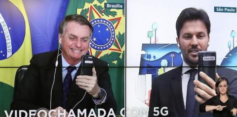 Bolsonaro recebe primeira videochamada com 5G no Brasil