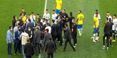 Anvisa interrompe partida e seleção argentina deixa o gramado durante o duelo contra o Brasil