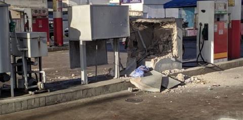 Criminosos rendem motorista de carro de lixo e usa veículo para arrombar cofre de posto, em João Pessoa