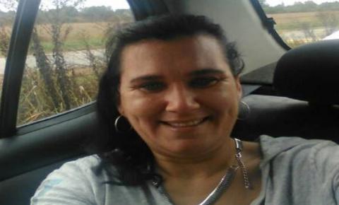 CENA CHOCANTE: Mulher fica com flecha cravada no rosto ao salvar filho durante briga