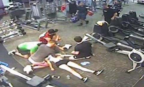 Câmera registra momento em que mulher sofre ataque cardíaco durante exercício em academia