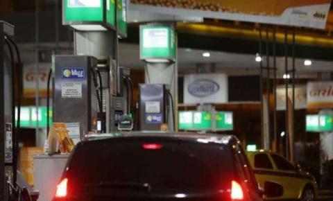 Deputado paraibano apresenta projeto de lei para baixar o preço do combustível no país