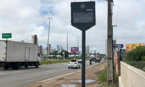 Bolsonaro cede sobre radares e lombadas eletrônicas em rodovias
