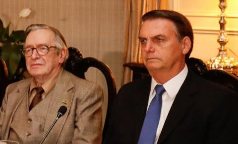 Guru de Bolsonaro, Olavo de Carvalho diz que ida de Eduardo Bolsonaro para embaixada seria 'retrocesso'
