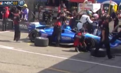 Vídeo: após ultrapassagem polêmica, pilotos trocam socos na Fórmula Indy