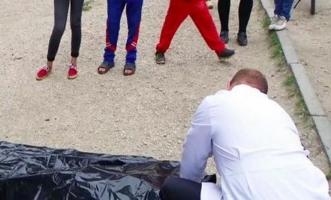 Mãe descobre morte do filho via foto de grupo em WhatsApp