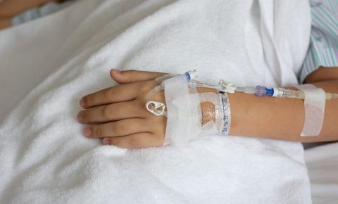 Menino morre após amigos colocarem compressor de ar no ânus dele