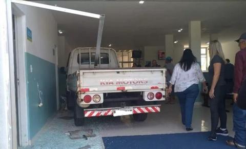 Motorista causa destruição em hospital após passar mal e invadir o local