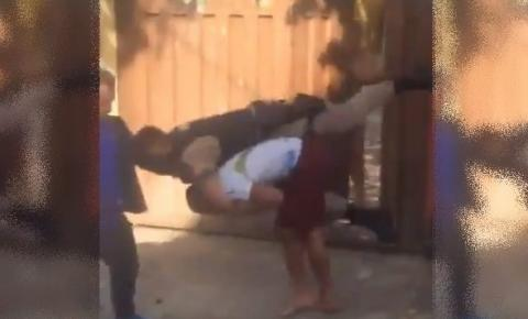 Suspeito escapa de ser preso após dar golpe de luta em PM; veja vídeo