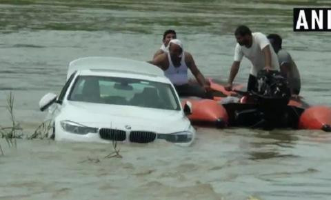 Chateado por não ganhar Jaguar em seu aniversário, rapaz joga BMW em rio