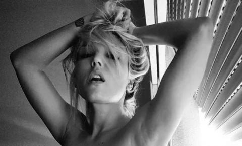 Rainha das selfies posta foto completamente nua nas redes sociais: 'Desdobramentos'