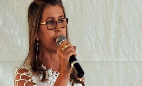 Prefeita  fica em estado grave após cair de mula durante evento na cidade
