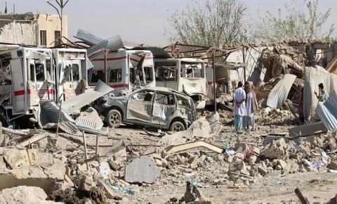 Explosão de carro-bomba no Afeganistão deixa dez mortos