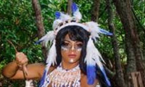 De índia, rainha de bateria da Portela posa de topless; FOTOS