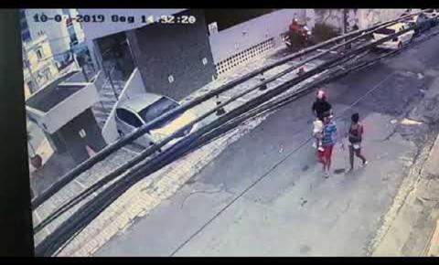 Homem é fuzilado com mais de 50 tiros na frente da filha e esposa; vídeo fortíssimo