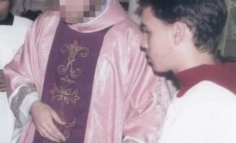 Padre acusado de estupro chamou coroinha de 'bundão' pela web