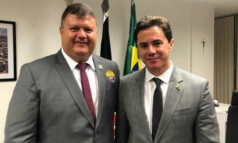 Prefeito de Boa Vista agradece a Veneziano liberação de emenda para aquisição de ônibus escolar no município