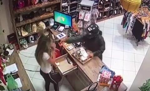 Imagem chocante.: Homem é preso por simular assalto e matar a ex