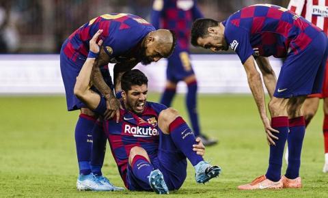 Suárez passa por cirurgia e desfalca Barcelona por até 4 meses