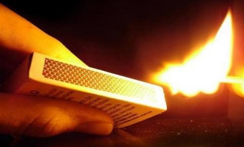 Padrasto ateia fogo em enteada por ela interferir em agressões contra mãe