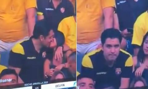Traição? Casal fica incomodado com flagra da câmera do beijo durante jogo de futebol