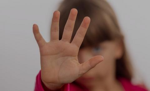Mãe flagra missionário estuprando a filha de 4 anos dentro de igreja