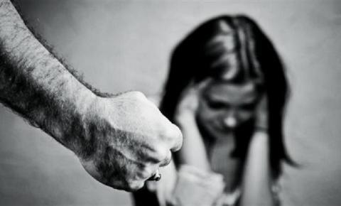 Mulher corre pelada pela rua para não ser morta pelo ex-marido inconformado com divórcio