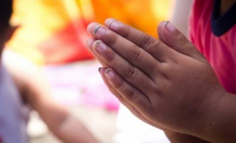 Criança de 9 anos reza em voz alta antes de ser estuprada pelo próprio pai