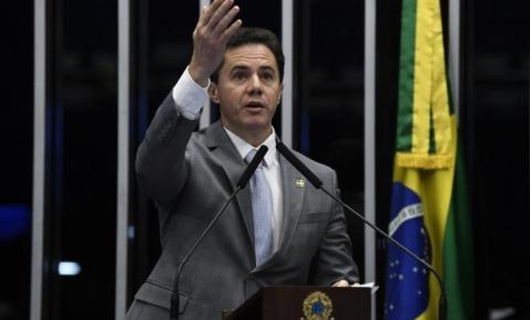 Senador Veneziano Vital repudia declarações de Bolsonaro contra jornalista da Folha